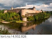 Крепость Ивангород на реке Нарве. Граница с Эстонией (2012 год). Стоковое фото, фотограф Alioshin.aleksey / Фотобанк Лори