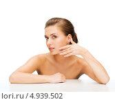 Купить «Юная девушка с вечерней прической и идеальной кожей на лице», фото № 4939502, снято 22 июня 2013 г. (c) Syda Productions / Фотобанк Лори