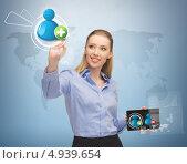 Купить «Молодая женщина нажимает на виртуальную кнопку контактов», фото № 4939654, снято 17 ноября 2012 г. (c) Syda Productions / Фотобанк Лори