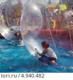 Купить «Девочка в шаре. Водный зорбинг. Город Заводоуковск.», фото № 4940482, снято 7 июля 2012 г. (c) Александр Тараканов / Фотобанк Лори