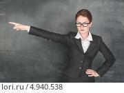 Учительница выгоняет ученика из класса. Стоковое фото, фотограф Darkbird77 / Фотобанк Лори
