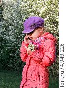 Купить «Девочка говорит по телефону», фото № 4949226, снято 17 мая 2013 г. (c) Хайрятдинов Ринат / Фотобанк Лори