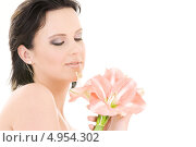 Купить «Девушка с розовыми лилиями», фото № 4954302, снято 11 октября 2008 г. (c) Syda Productions / Фотобанк Лори
