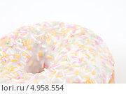 Купить «Фрагмент пончика с глазурью и посыпкой», фото № 4958554, снято 6 февраля 2012 г. (c) Wavebreak Media / Фотобанк Лори