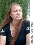 Купить «Летний портрет задумчивой девушки», фото № 4961938, снято 12 августа 2013 г. (c) Наталья Жесткова / Фотобанк Лори