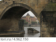 Купить «Арка Карлова моста, Чехия, Прага», фото № 4962150, снято 14 июня 2012 г. (c) Федюнин Александр / Фотобанк Лори