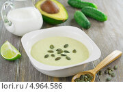 Купить «Суп-пюре из огурцов и авокадо», фото № 4964586, снято 15 августа 2013 г. (c) Надежда Мишкова / Фотобанк Лори