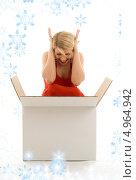 Купить «Счастливая женщина открывает коробку с подарком», фото № 4964942, снято 13 июня 2006 г. (c) Syda Productions / Фотобанк Лори