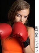 Купить «Девушка в боксерских перчатках», фото № 4965230, снято 27 июля 2006 г. (c) Syda Productions / Фотобанк Лори