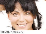 Купить «Молодая брюнетка с густой челкой крупным планом на белом фоне», фото № 4965270, снято 29 ноября 2008 г. (c) Syda Productions / Фотобанк Лори