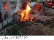 Пожар на стройке (2013 год). Редакционное фото, фотограф Роман Прохоров / Фотобанк Лори