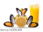 Мидии, лимон, оливки и холодный свежий апельсиновый сок. Стоковое фото, фотограф Смирнов Константин / Фотобанк Лори