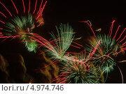 Салют в ночном небе. Стоковое фото, фотограф Андрей Каретников / Фотобанк Лори