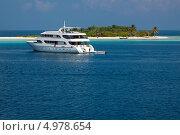 Купить «Благодаря современным круизным яхтам туристы на Мальдивах могут с комфортом добираться до удаленных частей архипелага», фото № 4978654, снято 7 февраля 2013 г. (c) Сергей Дубров / Фотобанк Лори