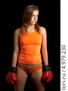 Купить «Агрессивная девушка с красными перчатками для бокса», фото № 4979230, снято 27 июля 2006 г. (c) Syda Productions / Фотобанк Лори