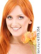 Купить «Красивая девушка с рыжими распущенными волосами в летнем платье с букетом цветов», фото № 4979354, снято 7 февраля 2009 г. (c) Syda Productions / Фотобанк Лори
