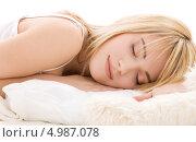 Купить «Юная девушка сидит в постели на белом фоне», фото № 4987078, снято 3 января 2009 г. (c) Syda Productions / Фотобанк Лори