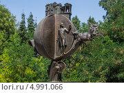 Купить «Памятник апельсину, который спас Одессу», эксклюзивное фото № 4991066, снято 14 августа 2013 г. (c) Михаил Широков / Фотобанк Лори