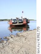 Купить «Паромная переправа через реку Алдан. Якутия», фото № 4992770, снято 18 августа 2013 г. (c) Анна Зеленская / Фотобанк Лори