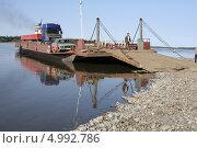 Купить «Паромная переправа через реку Алдан. Якутия», фото № 4992786, снято 18 августа 2013 г. (c) Анна Зеленская / Фотобанк Лори