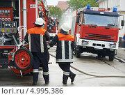 Купить «Пожарный на дежурстве», фото № 4995386, снято 4 июля 2013 г. (c) Дмитрий Калиновский / Фотобанк Лори