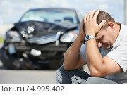 Купить «Расстроенный мужчина около разбитого автомобиля», фото № 4995402, снято 16 августа 2013 г. (c) Дмитрий Калиновский / Фотобанк Лори