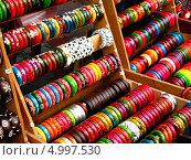 Браслеты на азиатском рынке (2012 год). Стоковое фото, фотограф Анастасия Нагаева / Фотобанк Лори