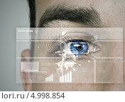 Купить «Биометрическая идентификация - сканирование радужной оболочки», фото № 4998854, снято 26 апреля 2013 г. (c) Sergey Nivens / Фотобанк Лори