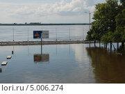 Купить «Хабаровск. Затопленная центральная набережная.», фото № 5006274, снято 1 сентября 2013 г. (c) Петроченко Мария Петровна / Фотобанк Лори