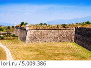 Купить «Вид на заброшенный форт. Сан Ферран замок в городе Figueres», фото № 5009386, снято 2 июля 2013 г. (c) Яков Филимонов / Фотобанк Лори