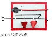 Купить «Пожарный щит, изолировано на белом фоне», фото № 5010050, снято 27 августа 2013 г. (c) Игорь Долгов / Фотобанк Лори