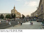 Центральная улица Киева - Крещатик. Вечер (2013 год). Редакционное фото, фотограф Михаил Широков / Фотобанк Лори