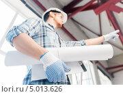 Купить «Молодой архитектор с чертежами в руках на осмотре здания», фото № 5013626, снято 5 июня 2013 г. (c) Syda Productions / Фотобанк Лори