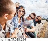 Купить «Компания тинейджеров солнечным днем», фото № 5018254, снято 20 июля 2013 г. (c) Syda Productions / Фотобанк Лори