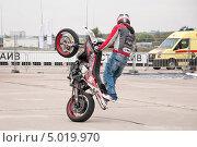 Купить «Мотофристайл шоу Adrenaline FMX RUSH на МАКS-2013», эксклюзивное фото № 5019970, снято 31 августа 2013 г. (c) Алёшина Оксана / Фотобанк Лори