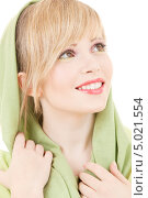Купить «Красивая девушка с зеленой шалью на волосах», фото № 5021554, снято 7 марта 2009 г. (c) Syda Productions / Фотобанк Лори