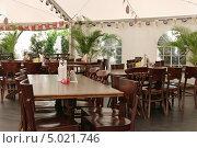 Купить «Интерьер кафе», фото № 5021746, снято 6 июля 2013 г. (c) Илюхина Наталья / Фотобанк Лори