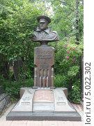 Купить «Новодевичье кладбище в Москве», фото № 5022302, снято 9 июня 2012 г. (c) Корчагина Полина / Фотобанк Лори