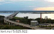 Мост через реку Амур возле Хабаровска во время наводнения 2013 года. Стоковое фото, фотограф Ирина Апарина / Фотобанк Лори