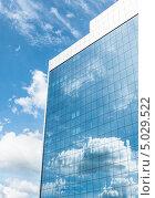 Офисное здание на фоне неба (2013 год). Стоковое фото, фотограф Наталья Алексахина / Фотобанк Лори