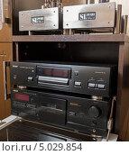 Проигрыватель CD дисков и кассетная дека Teac (2013 год). Редакционное фото, фотограф Станислав Сменов / Фотобанк Лори