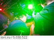 Купить «Диджеи за микшерным пультом в ночном клубе», фото № 5030522, снято 28 января 2012 г. (c) Никончук Алексей / Фотобанк Лори