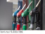Купить «Деталь бензоколонки на АЗС», фото № 5033186, снято 13 августа 2013 г. (c) Владимир Журавлев / Фотобанк Лори