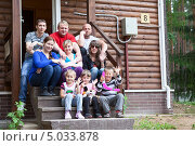 Купить «Большая и дружная семья сидит на крыльце дачного домика», фото № 5033878, снято 13 июня 2013 г. (c) Кекяляйнен Андрей / Фотобанк Лори