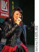 Купить «Певица Света», эксклюзивное фото № 5035302, снято 7 сентября 2013 г. (c) Вероника / Фотобанк Лори