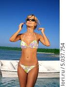 Купить «Счастливая молодая женщина отдыхает у моря», фото № 5037754, снято 8 августа 2006 г. (c) Syda Productions / Фотобанк Лори