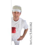 Купить «Мужчина красит стену», фото № 5043062, снято 18 ноября 2009 г. (c) Phovoir Images / Фотобанк Лори