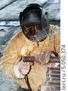 Купить «Сварщик за работой», фото № 5050374, снято 18 октября 2012 г. (c) Дмитрий Калиновский / Фотобанк Лори