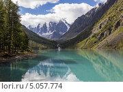 Купить «Алтай. Озеро в горах. Вид на вершины Мечта, Сказка, Красавица», эксклюзивное фото № 5057774, снято 14 августа 2013 г. (c) Gagara / Фотобанк Лори