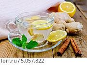 Купить «Чай имбирный  с лимоном и корицей на доске», фото № 5057822, снято 26 июня 2013 г. (c) Резеда Костылева / Фотобанк Лори